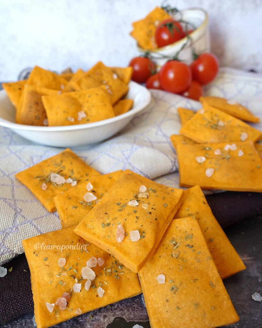 Crackers alla pizza senza lievito: ricetta facile e veloce