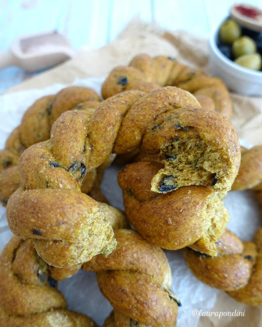 Ricetta Light delle Trecce di Pane Integrale con zafferano e olive