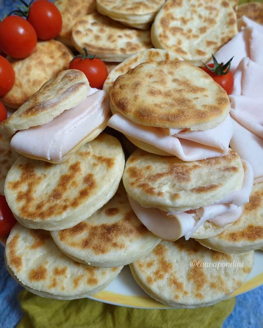 Tigelle in padella allo yogurt: la Ricetta light senza burro
