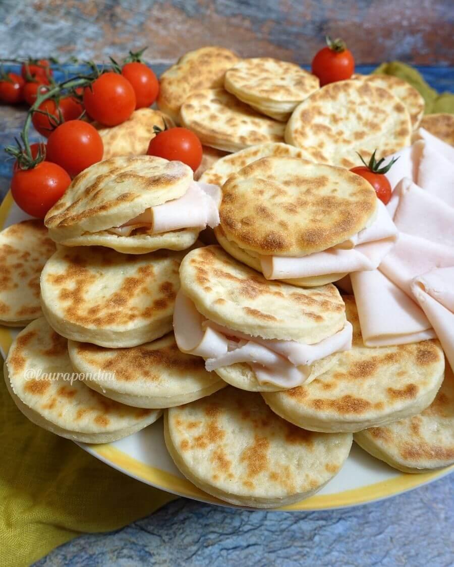 Tigelle in padella allo yogurt: la Ricetta fit senza uova