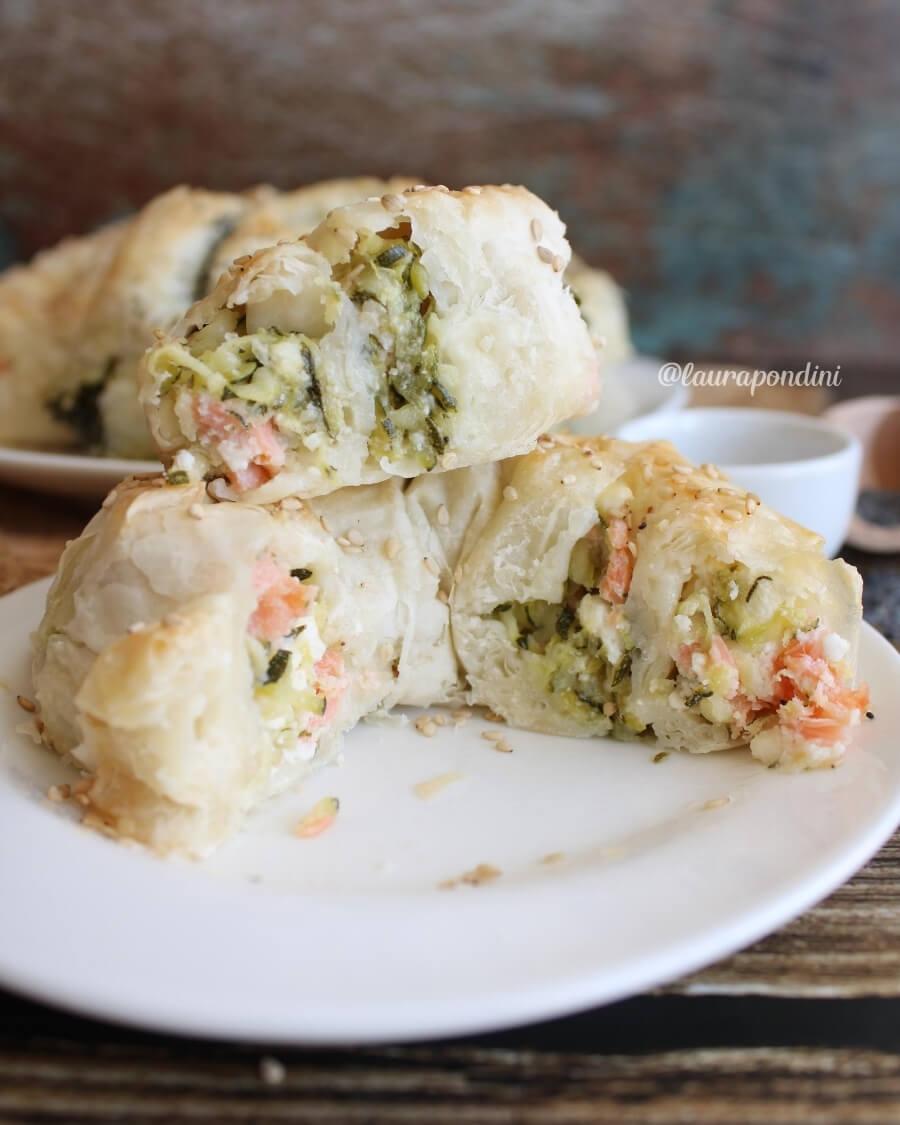 Chiocciole di pasta fillo con salmone e zucchine