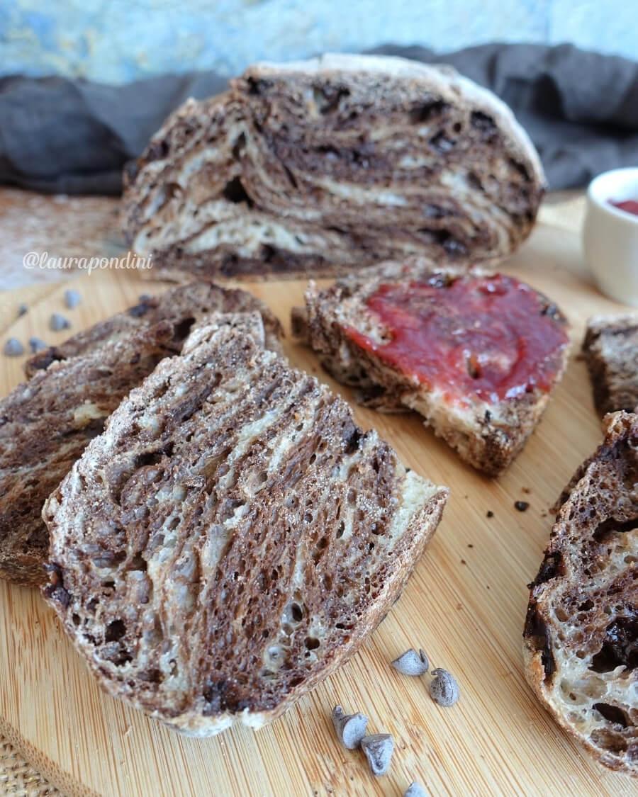 Pane variegato al cacao con lievito di birra