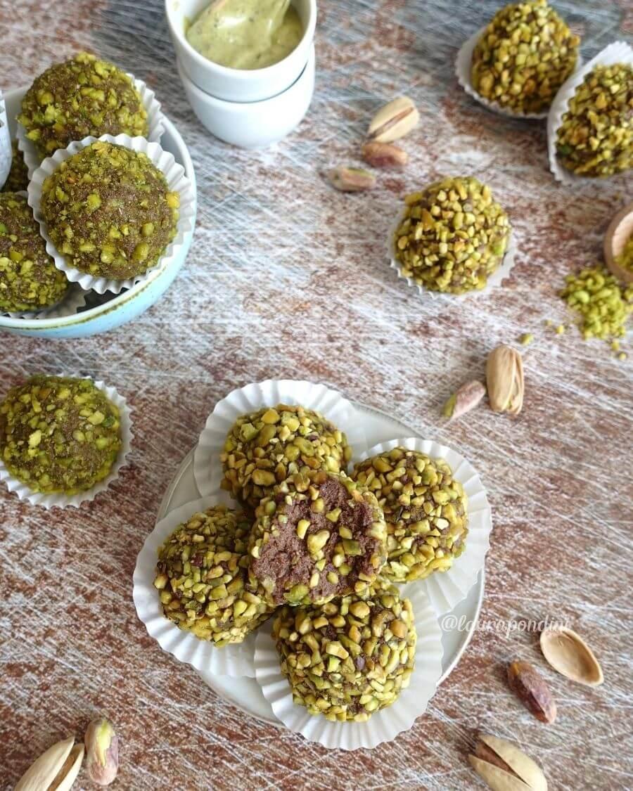 Tartufini di ricotta, pistacchio e cacao: la Ricetta senza cottura e senza glutine