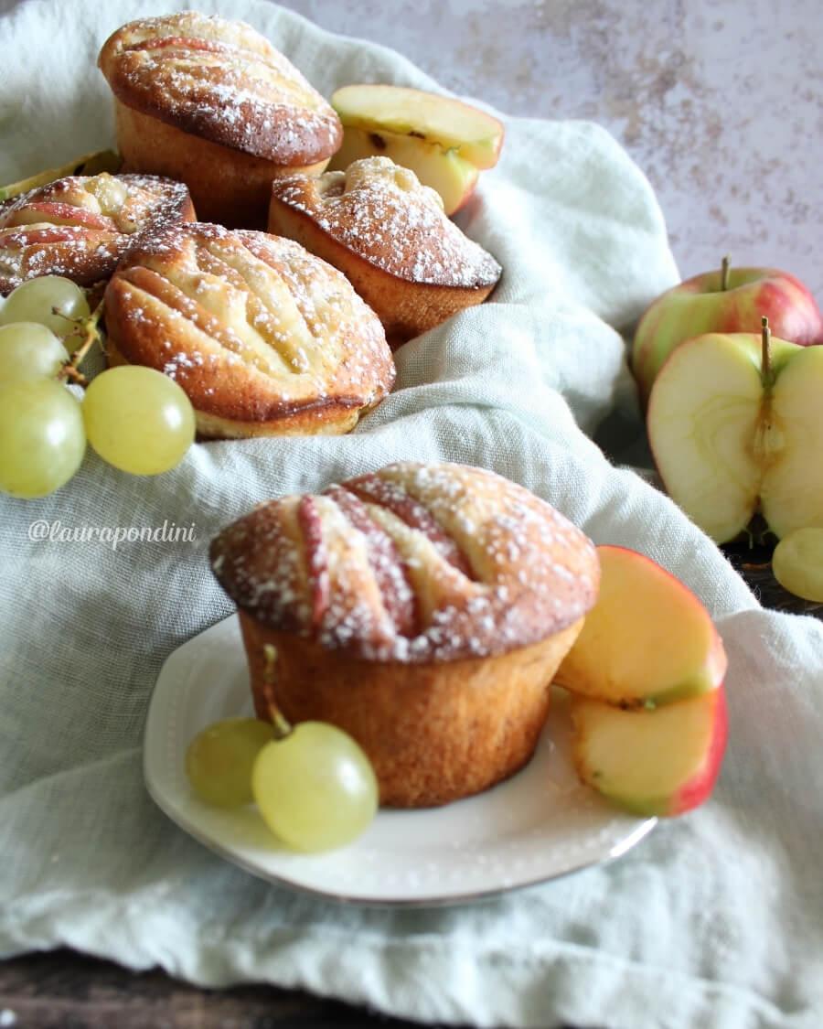 Muffins allo yogurt: la Ricetta fit con mele e uva