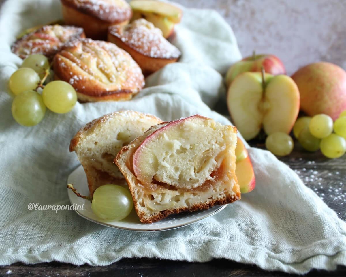 Muffins allo yogurt: la Ricetta fit morbidissima con mele e uva