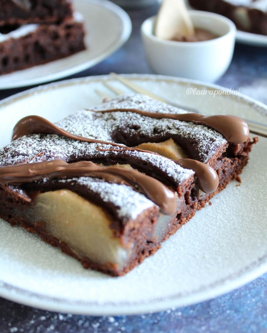 Torta tenerina pere e cioccolato: la ricetta light senza uova