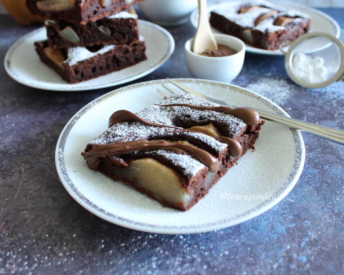 Torta tenerina pere e cioccolato: la Ricetta fit, soffice e veloce