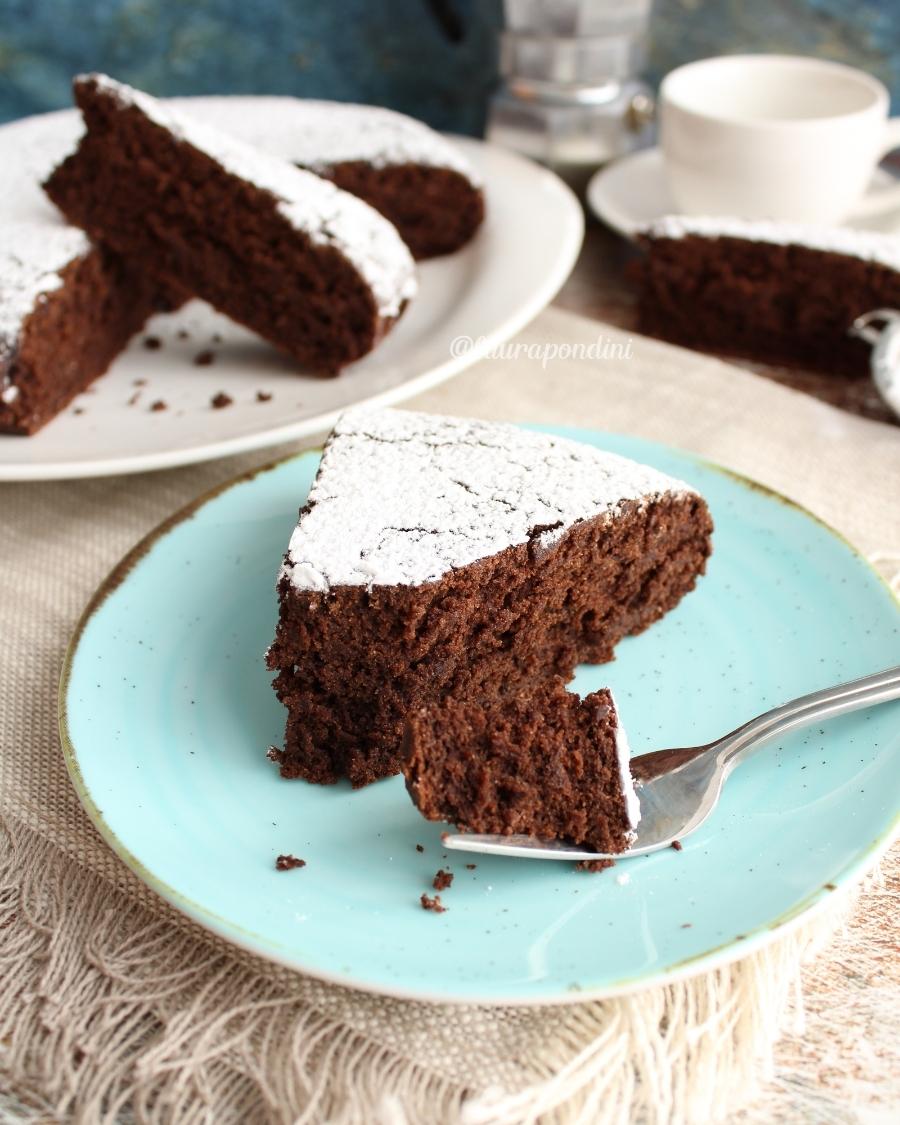 Torta vegana senza glutine al cacao: