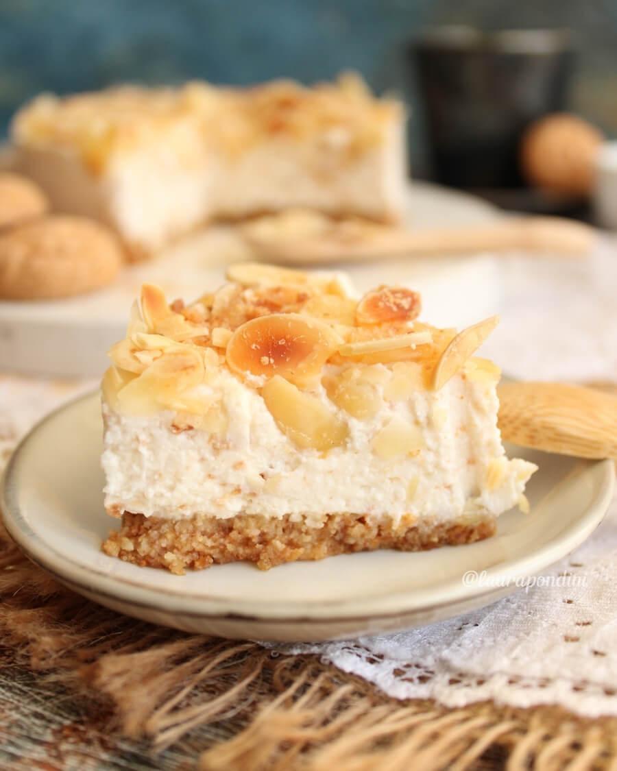 Cheesecake amaretti e mandorle: ricetta sana e leggera