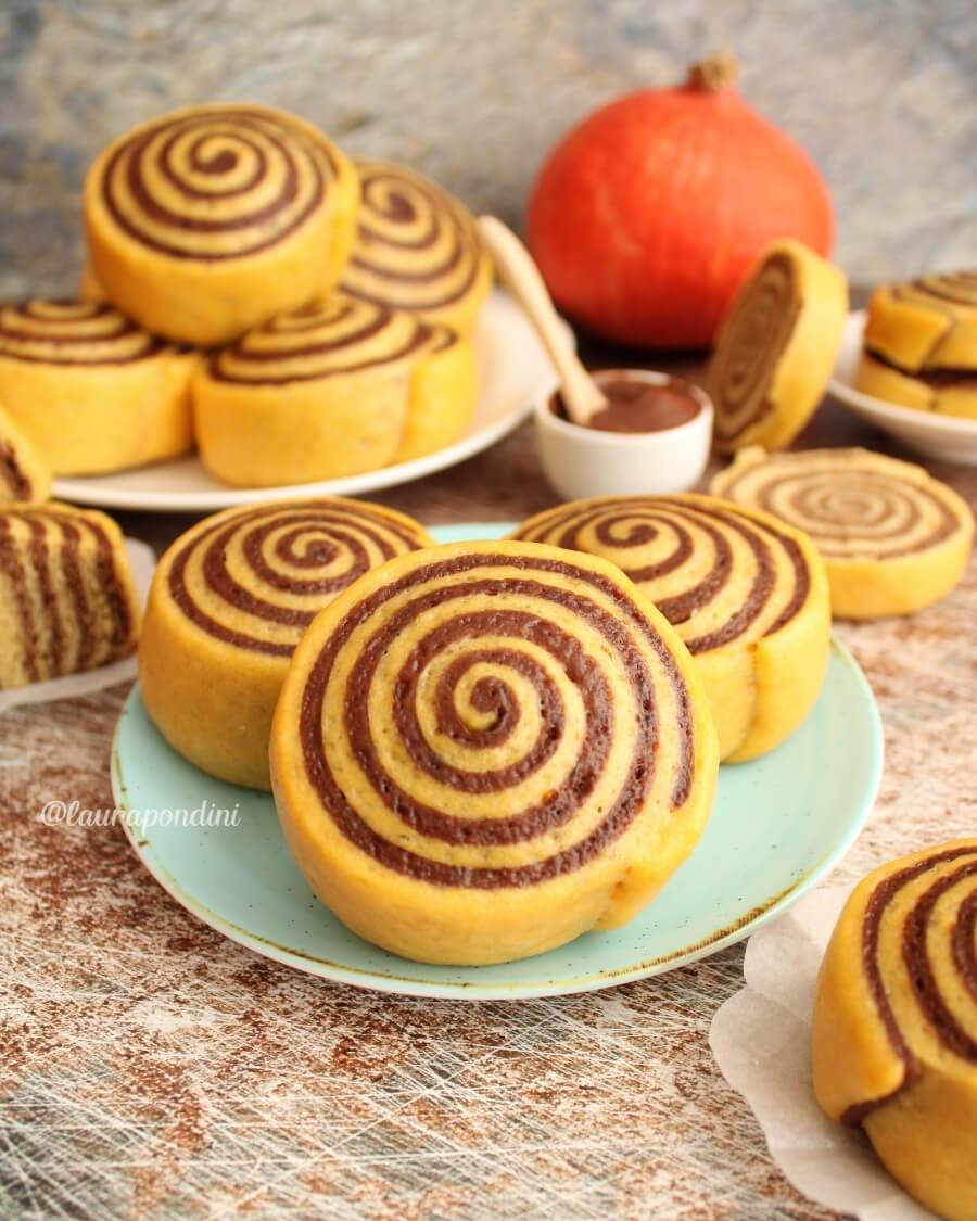 Panini dolci con zucca e cacao cotti al vapore