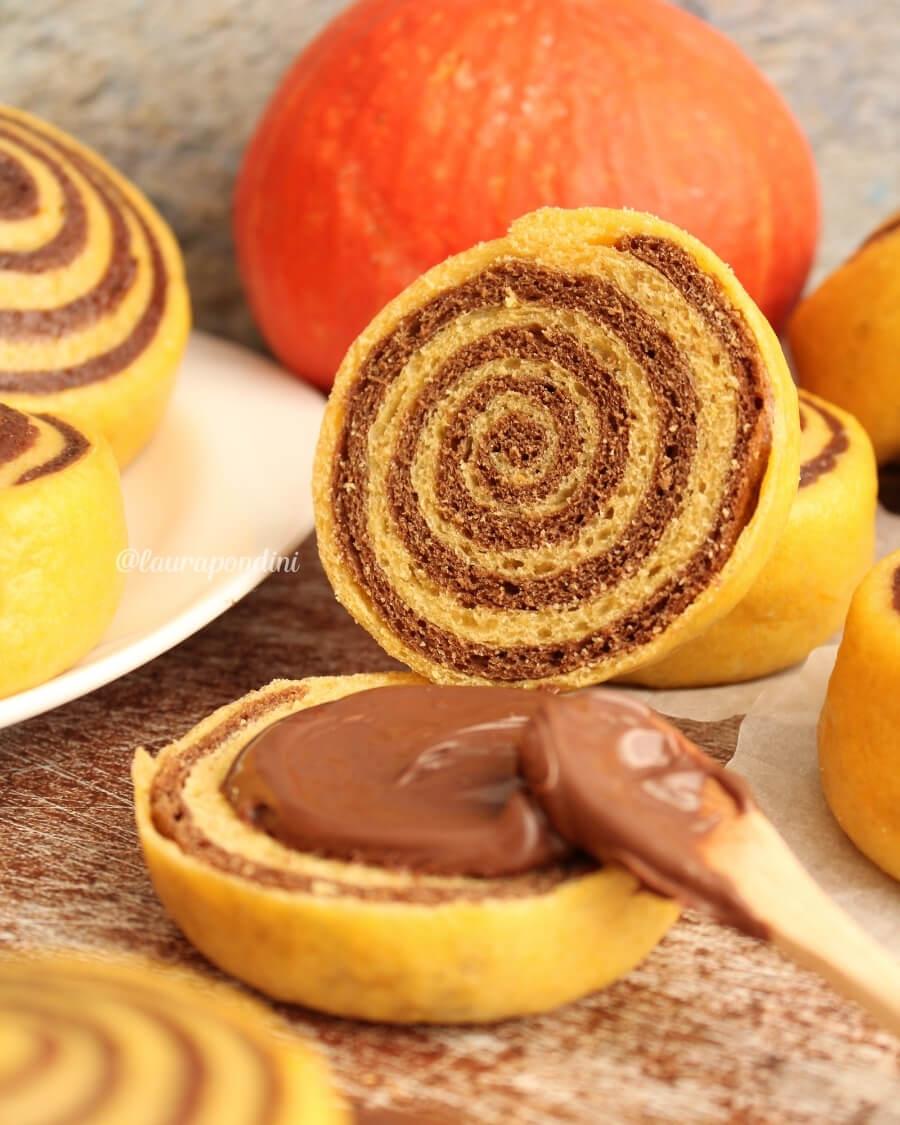 Panini dolci con zucca e cacao: la Ricetta fit senza lattosio