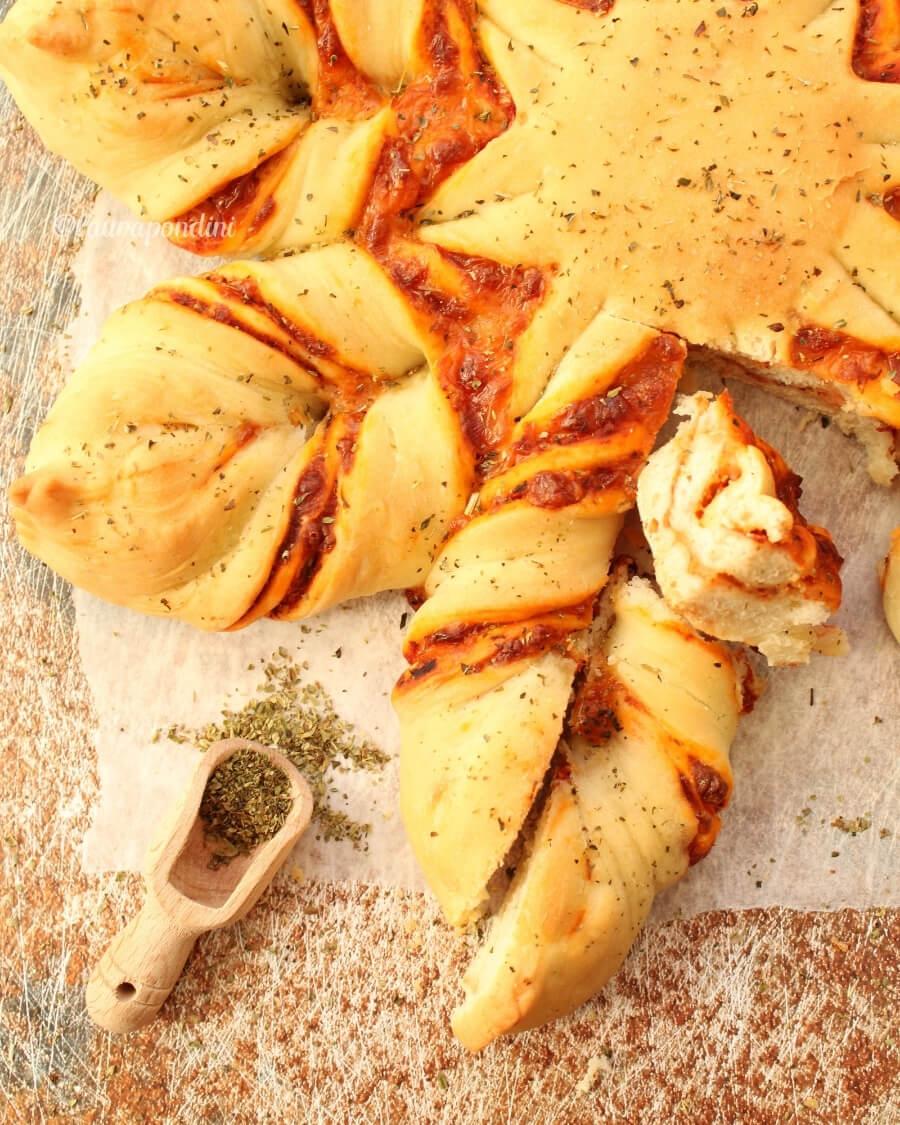 Pizza Star Bread: la Ricetta leggera della pizza a forma di stella