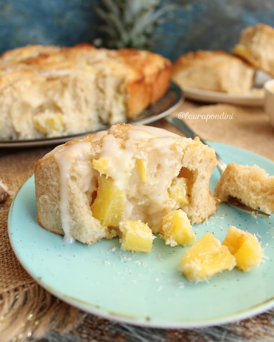 Rolls di pan brioche ananas e cocco: con impasto leggero