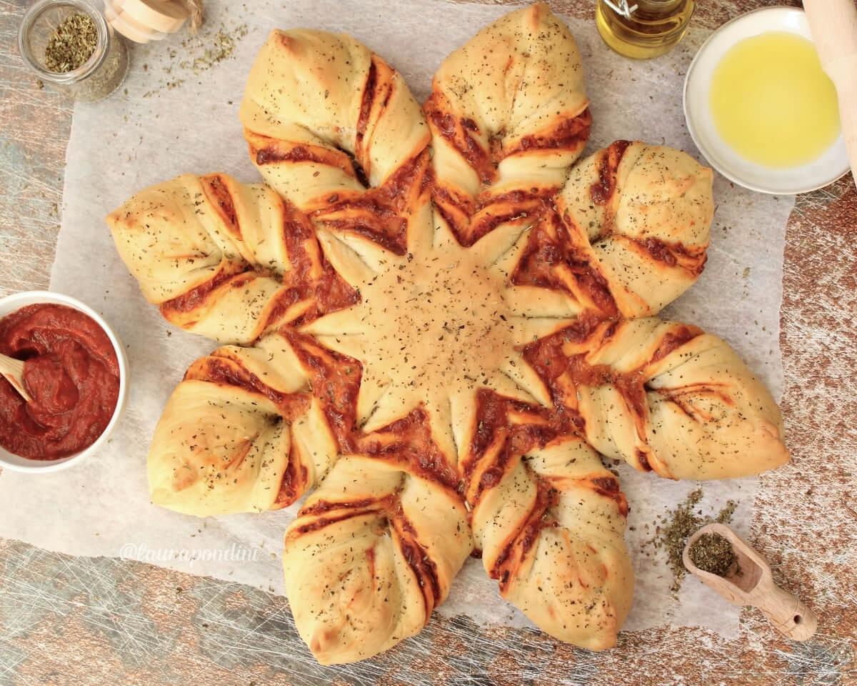 Pizza Star Bread: la Ricetta veloce della pizza a forma di stella