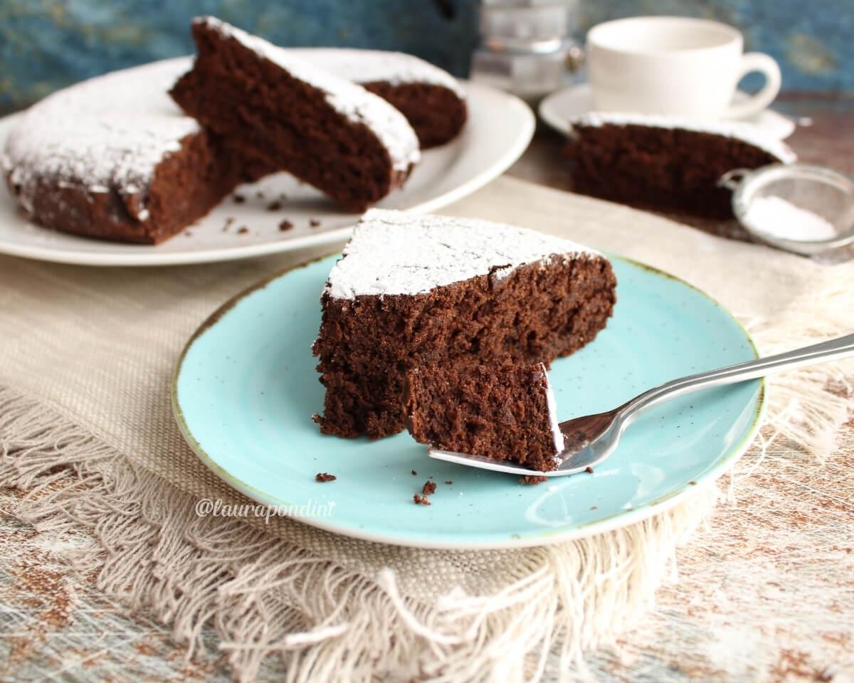 Torta vegana senza glutine al cacao: la Ricetta golosa e leggerissima