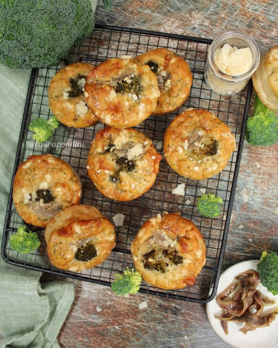 Muffin salati broccoli e alici: Ricetta leggera