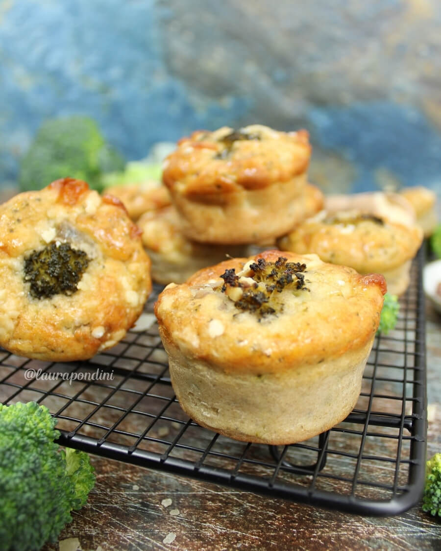 Muffin salati broccoli e alici: Ricetta light vegetariana