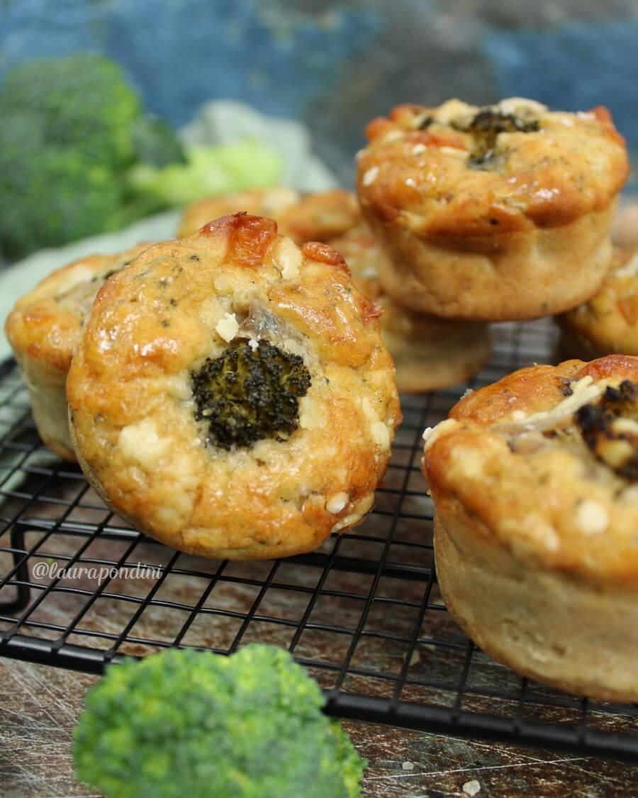 Muffin broccoli e alici: ricetta facile e veloce