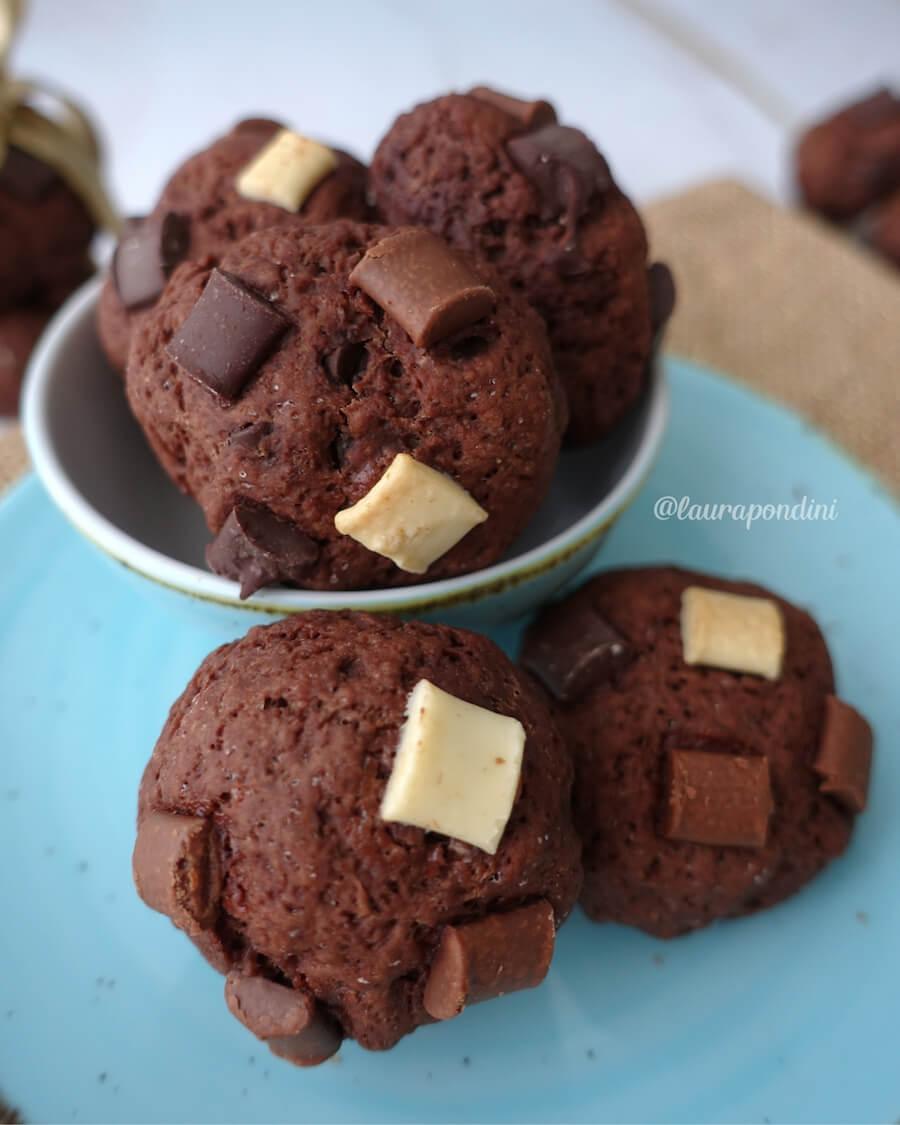 Biscotti morbidi ai 3 cioccolati
