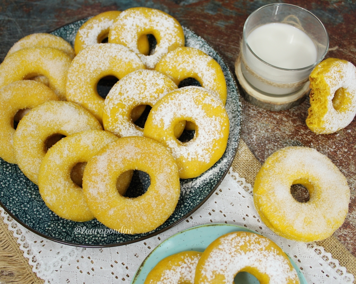 Ciambelle dolci alla zucca cotte al forno: la Ricetta leggera