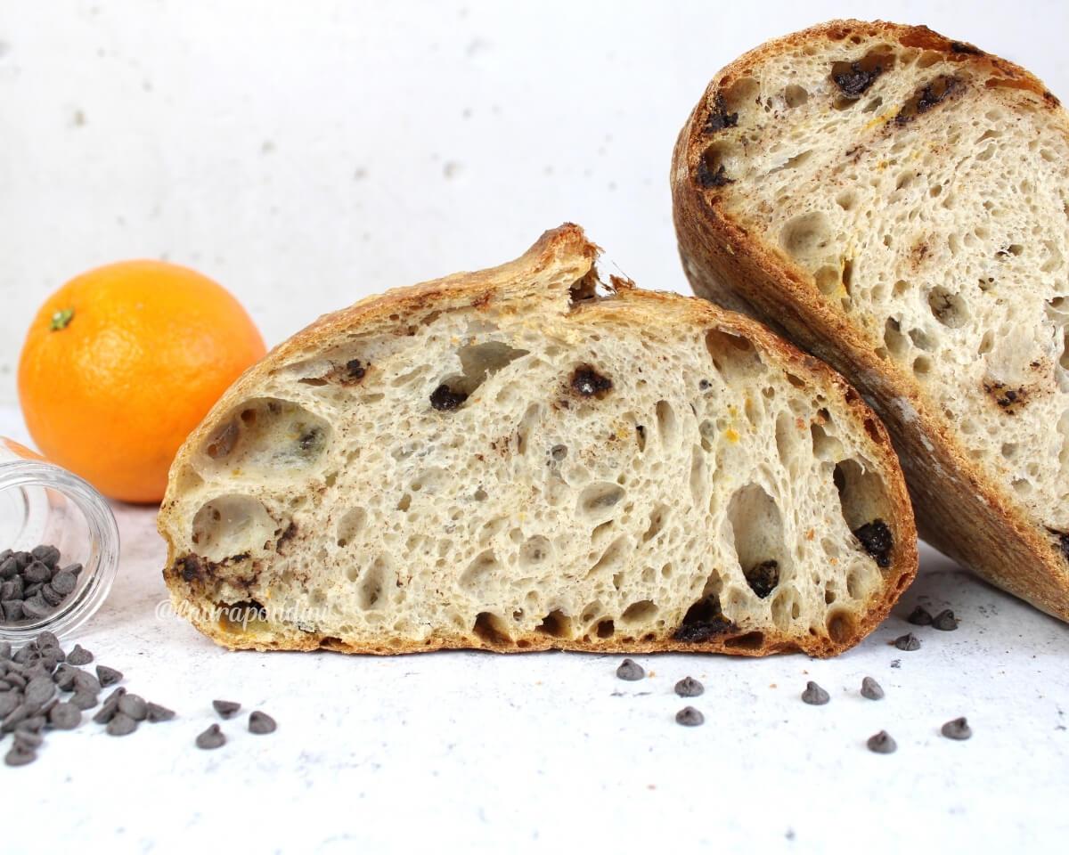 Pane con licoli, scorza d'arancia e gocce di cioccolato: la Ricetta