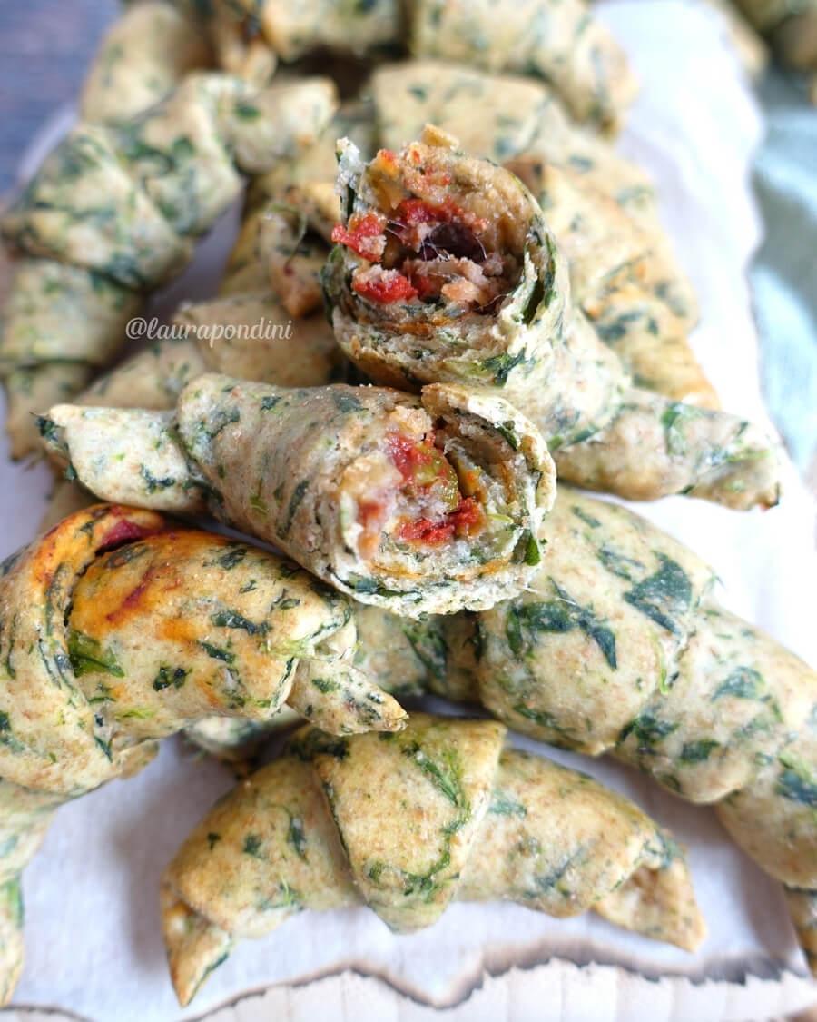 Cornetti salati ricotta spinaci ricetta facile aperitivo