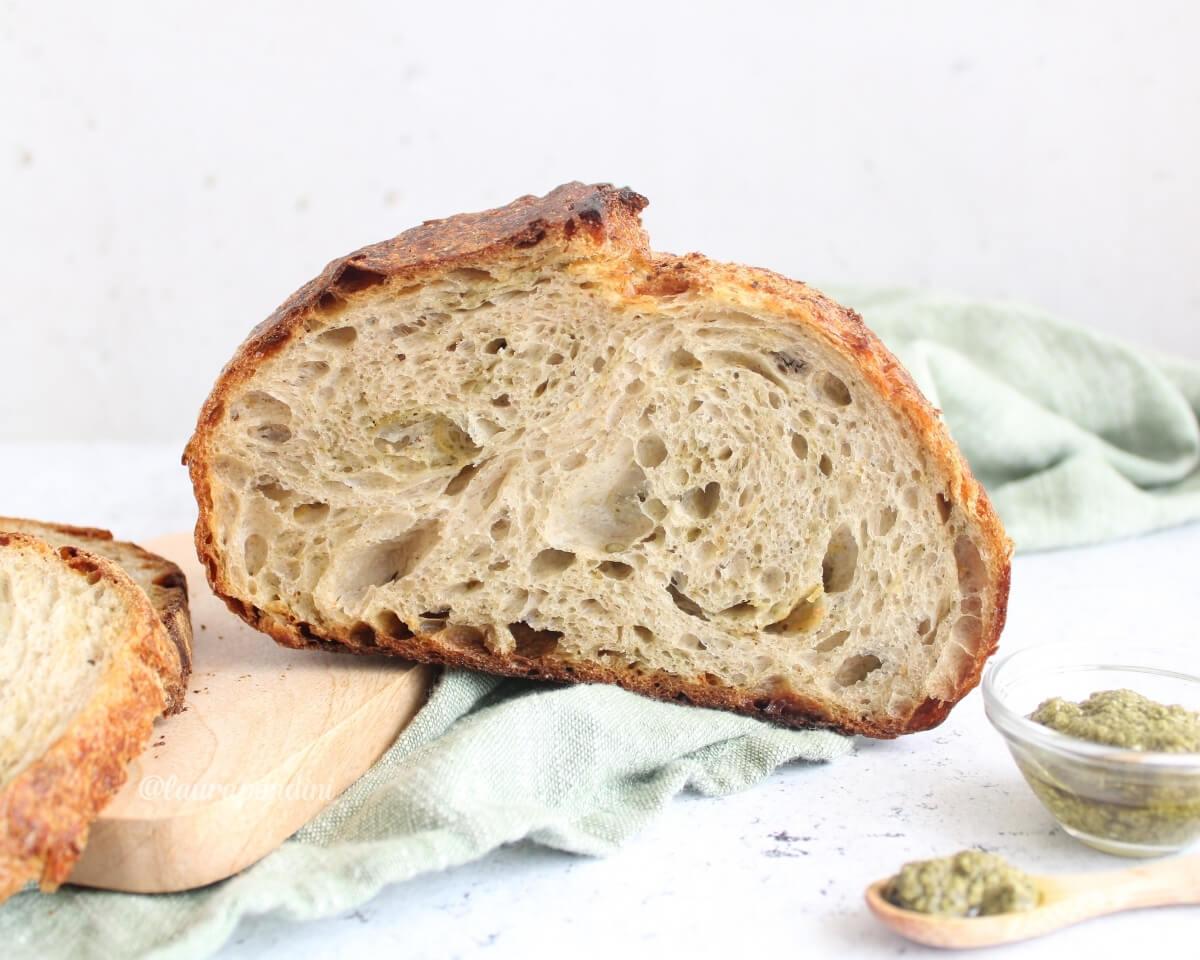 Pane con pesto e mozzarella: la Ricetta con licoli